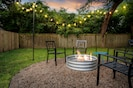 Cozy firepit to create magical moments/memories(guest brings igniter supplies)