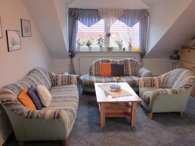 Ferienwohnung 2 mit separater Küche und Wohnraumbelüftung-WohnzimmerSitzgruppe