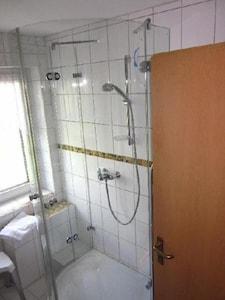 Ferienwohnung 2 mit separater Küche und Wohnraumbelüftung-Dusche