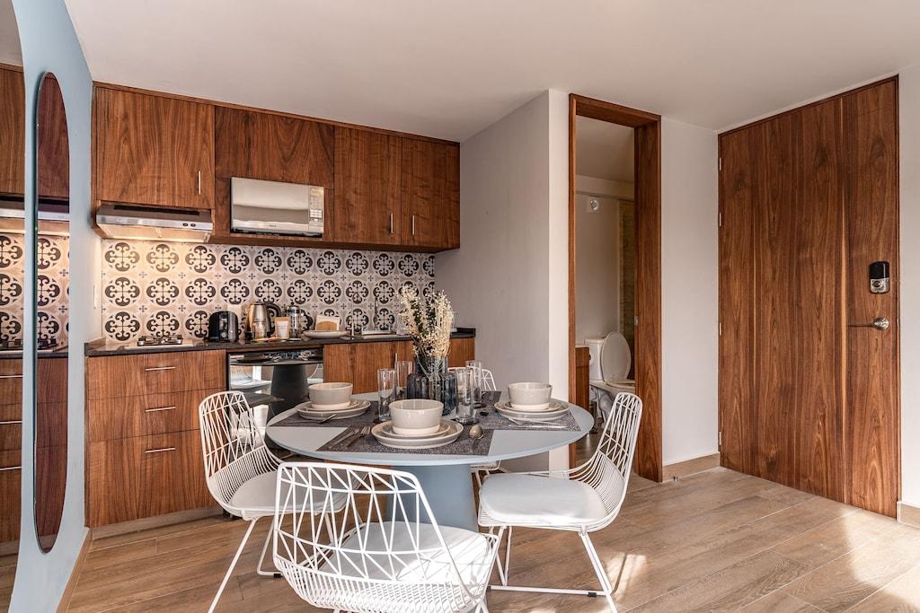 VRBO Mexico City: Mid century modern kitchen
