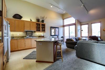 Flooring,Indoors,Room,Furniture,Living Room