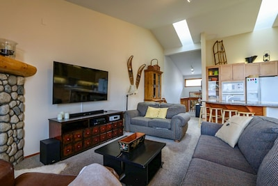 Living Room,Indoors,Room,Couch,Furniture