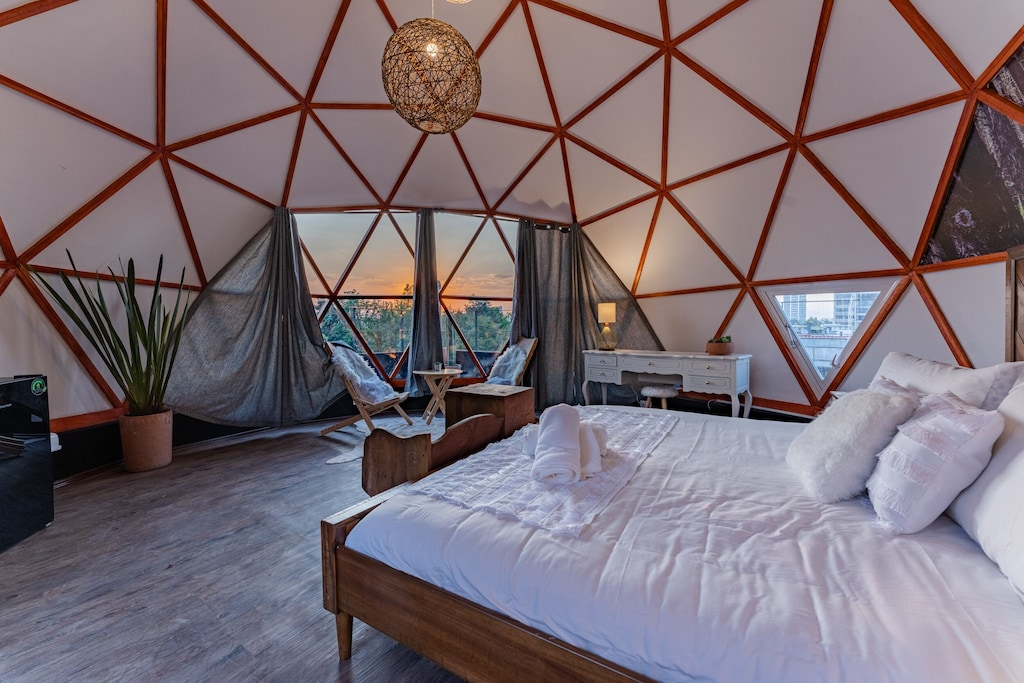 VRBO Mexico City: Geodesic dome apartment rental with bed