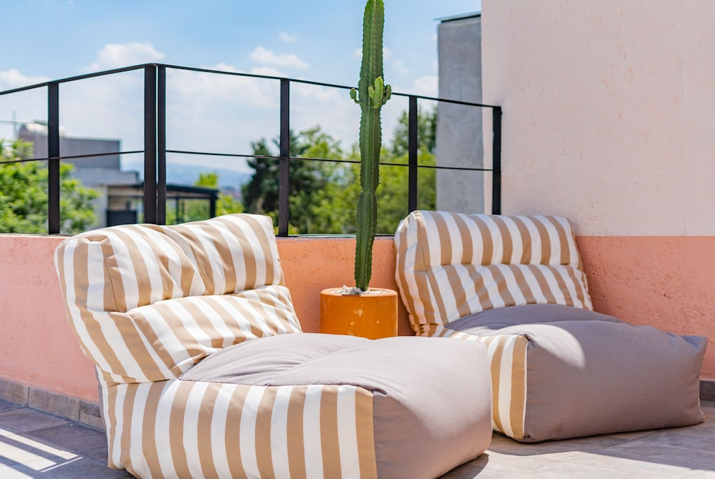 VRBO Mexico City: Lounge chair seating and a cactus at a rooftop apartment