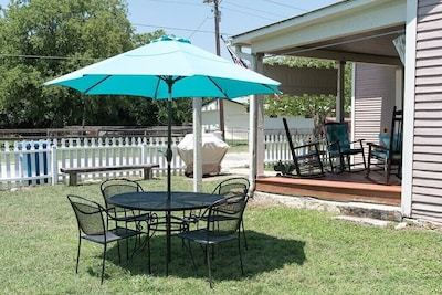 Outdoor dining/seating