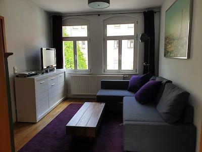 Schlafzimmer 2 mit Schlafcouch, Fernseher und Blue Ray-Player