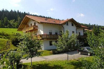 Apartmenthaus Fürstenzeche (Lam)-Haus von NO