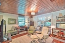 Downstairs Living Room | Laptop-Friendly Workspace | Free WiFi