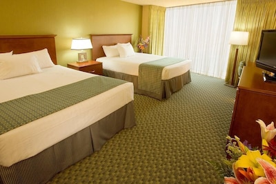 Each unit comes with 2 comfy Queen size beds. Exact unit will be assigned upon arrival. Views, colors and decor may vary.