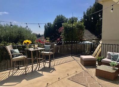 Outdoor expansive deck