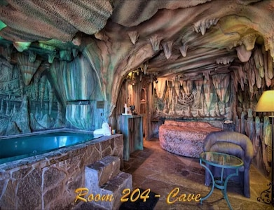 1 King Bed Theme 1 Jetted Tub Non-Smoking(Theme 1 - Jungle, Cave, or 50s Theme) image 1