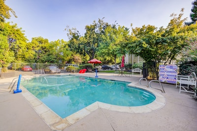 Outdoor shared swimming pool