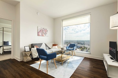 Beautiful 25th floor luxury CozySuites!